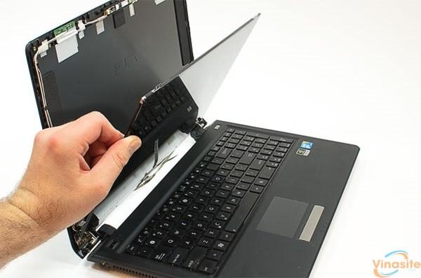 man hinh laptop bi soc nguyen nhan va cach khac phuc anh 2
